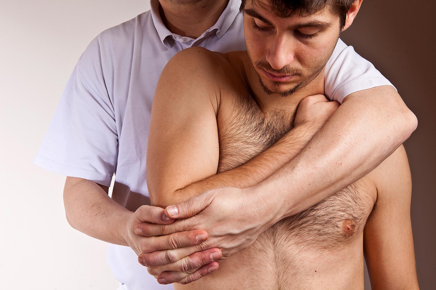Schulterschmerzen sind nervig: Markus Nagel und sein Osteopathie-Team aus Osnabrück helfen weiter